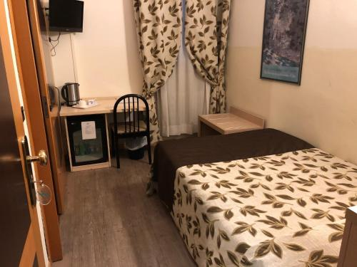 A bed or beds in a room at Hotel Holiday