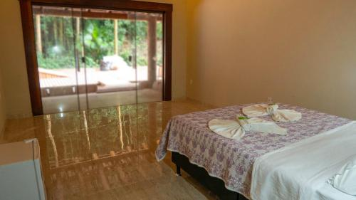 A bed or beds in a room at Praia da Crena