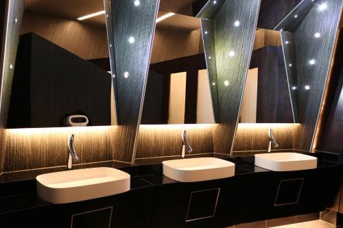A bathroom at Hotel International Prishtina & Spa