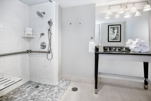 A bathroom at Hotel Indigo Dallas Downtown, an IHG Hotel