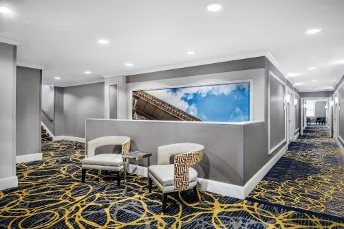 The lobby or reception area at Hotel Indigo Dallas Downtown, an IHG Hotel