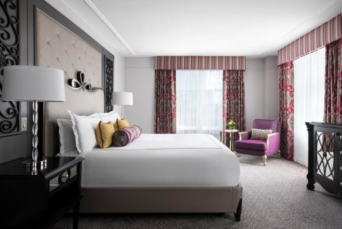 A bed or beds in a room at The Ritz-Carlton, New Orleans