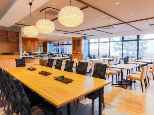 A restaurant or other place to eat at HOTEL MYSTAYS Aomori Station