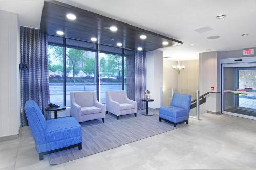A seating area at Holiday Inn Express and Suites Calgary, an IHG Hotel