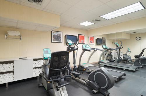 The fitness centre and/or fitness facilities at Holiday Inn Express - Wall Street, an IHG Hotel