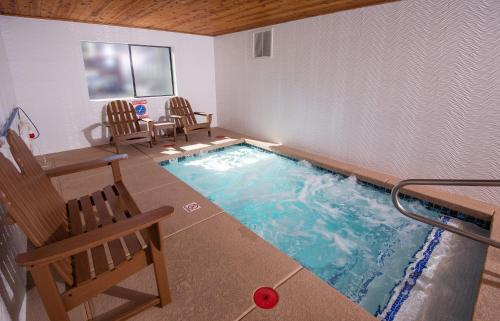 The swimming pool at or near Holiday Inn Express Grand Canyon, an IHG Hotel