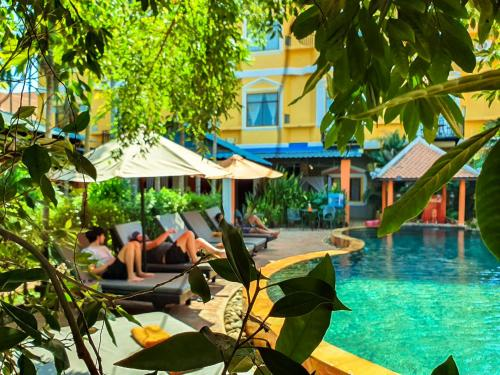 The swimming pool at or near Central Indochine D'angkor Hotel