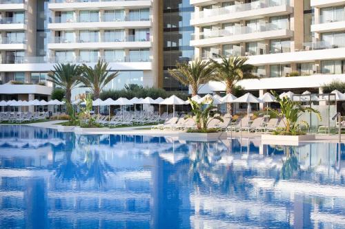 Basen w obiekcie Hipotels Playa de Palma Palace&Spa lub w pobliżu