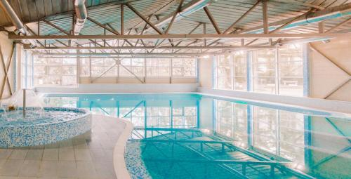 Бассейн в Репино Cronwell Park Отель и СПА или поблизости