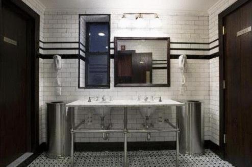 Un baño de The Jane Hotel