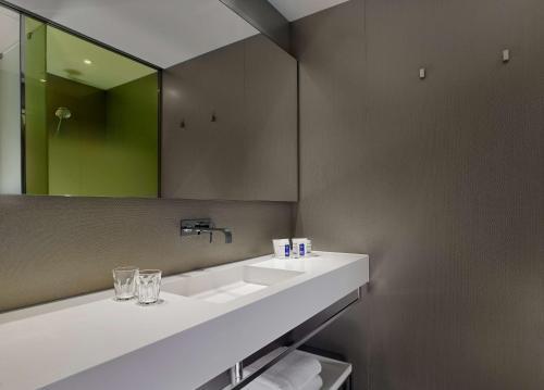 A bathroom at Park Plaza London, Park Royal