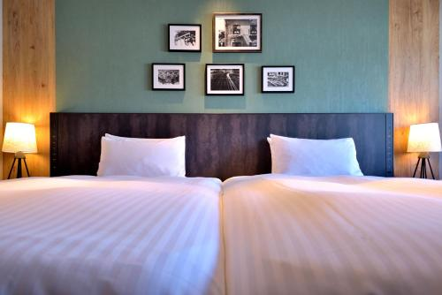 A bed or beds in a room at Kobe Portopia Hotel