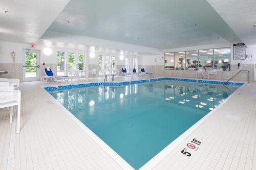 The swimming pool at or near Holiday Inn Express & Suites La Porte, an IHG Hotel