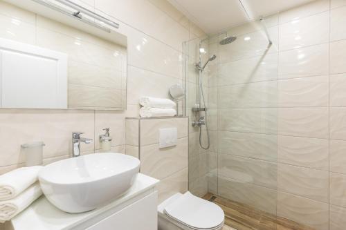 A bathroom at Pellegrini Luxury Rooms