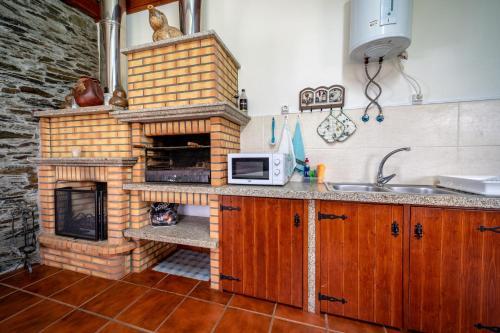 A kitchen or kitchenette at Casa da Passagem