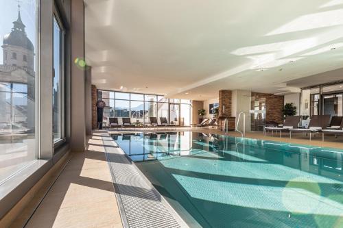 Der Swimmingpool an oder in der Nähe von Hotel Grauer Bär
