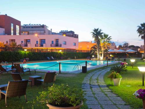 The swimming pool at or near Mercure Leonardo da Vinci Rome Airport