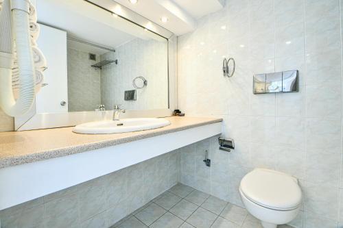 Kylpyhuone majoituspaikassa Dodeca Sea Resort