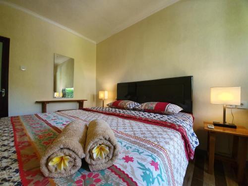 Ein Bett oder Betten in einem Zimmer der Unterkunft Timbis Homestay Bali