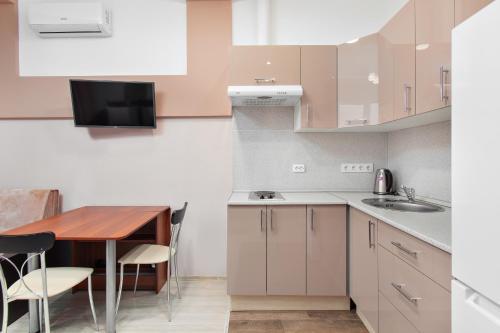 Кухня или мини-кухня в KIGO - Tricolor