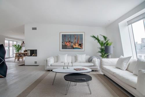 A seating area at Dinesen Collection Luxury Condos by Royal Danish Theatre