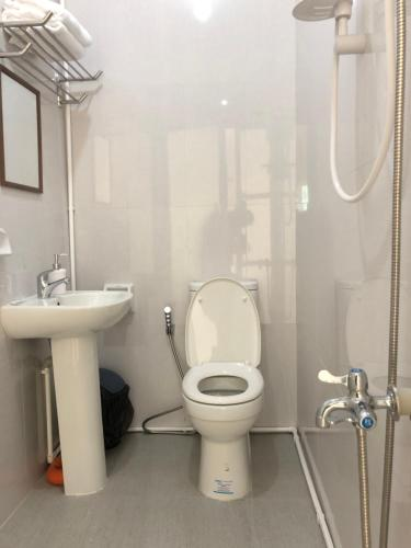 A bathroom at Arriyus Apartelle