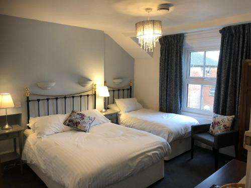 A bed or beds in a room at Newton House Guesthouse