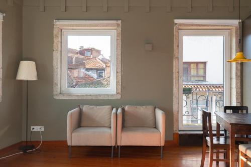 Een zitgedeelte bij Oporto City Flats - Carlos Alberto Apartments