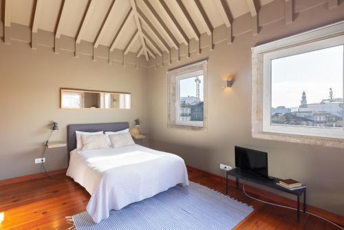 Een bed of bedden in een kamer bij Oporto City Flats - Carlos Alberto Apartments