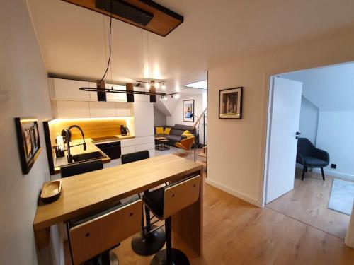 A kitchen or kitchenette at Rister Apartments Dwernickiego