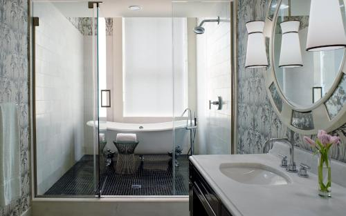 A bathroom at Kimpton Hotel Monaco Washington DC, an IHG Hotel