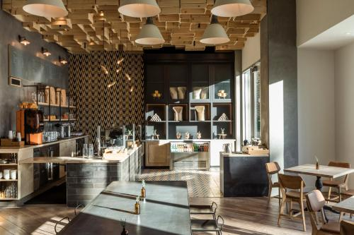 A restaurant or other place to eat at Kimpton Rowan Palm Springs Hotel, an IHG Hotel