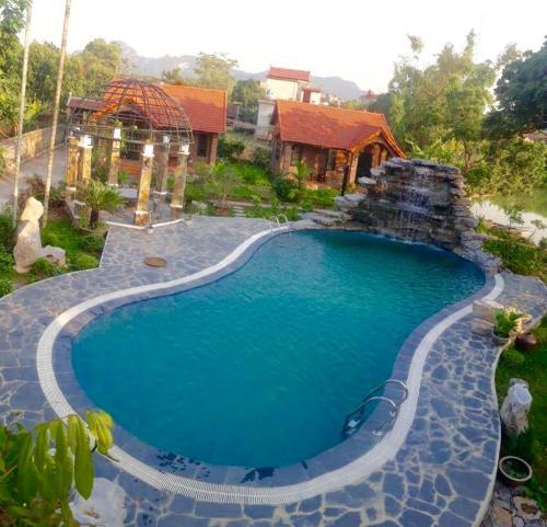Vue sur la piscine de l'établissement Dinh Gia Home ou sur une piscine à proximité