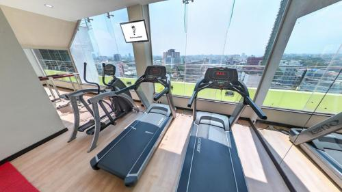 The fitness center and/or fitness facilities at Pearl Grand Hotel
