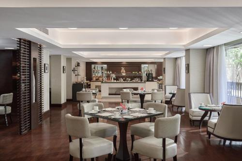 A restaurant or other place to eat at Marriott Mena House, Cairo
