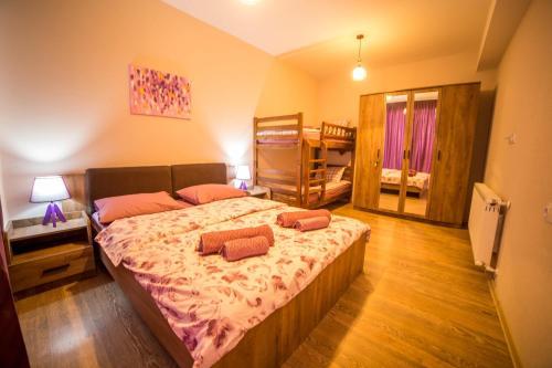 BAKURIANI PLAZAにあるベッド