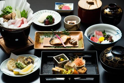 Lunch and/or dinner options for guests at Momijiya of Takao Kyoto
