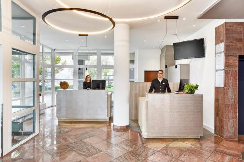 The lobby or reception area at H+ Hotel Limes Thermen Aalen