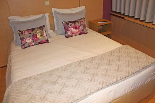 A bed or beds in a room at Residencial Paranhos