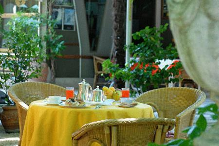 A restaurant or other place to eat at Hotel Argentina & SPA
