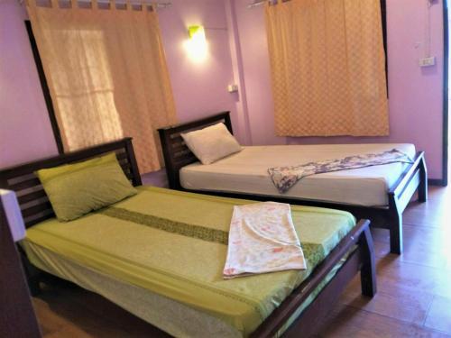 A bed or beds in a room at Mama O Chai Koh Tao