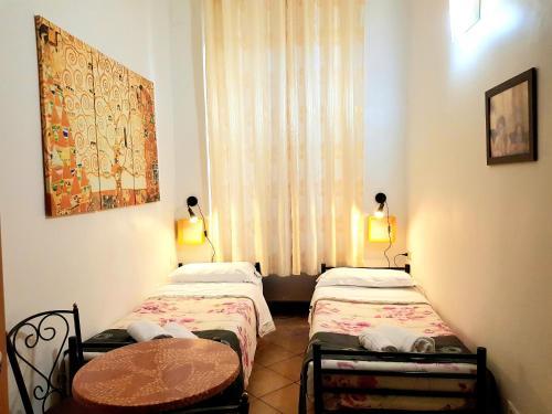 Ein Bett oder Betten in einem Zimmer der Unterkunft Legends