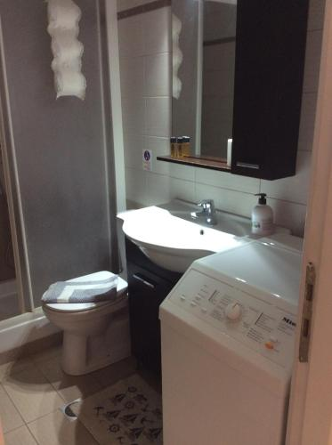 Ванная комната в Sofia Menigos Apartments No 20