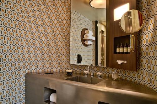 A bathroom at Roxy Hotel New York