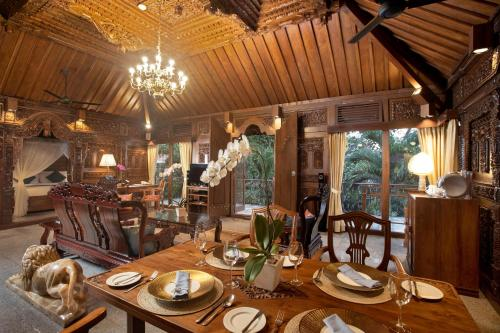 A restaurant or other place to eat at Ayung Resort Ubud