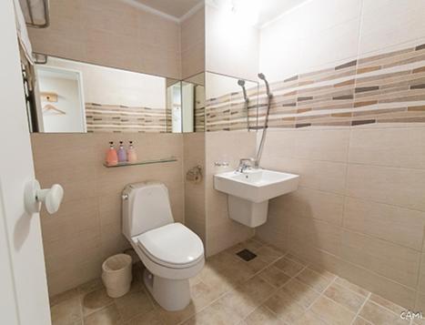 A bathroom at Hotel QB Dongdaemun Gallery