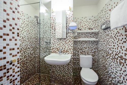 A bathroom at Mercure Hotel Berlin Zentrum Superior