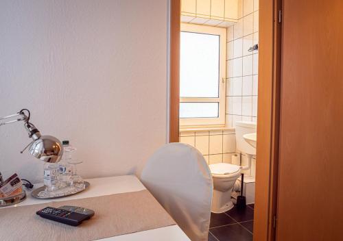 A bathroom at Hotel Bouzid - Laatzen