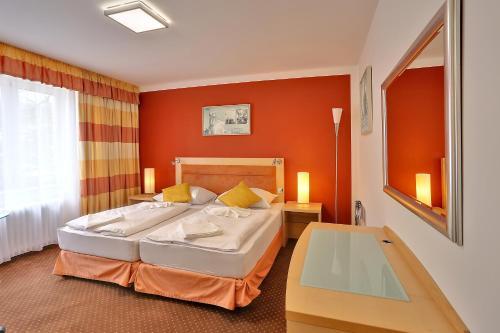 Postel nebo postele na pokoji v ubytování Active & Wellness Hotel Subterra