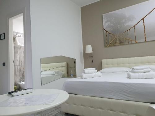A bed or beds in a room at Welcome to SaleRooms